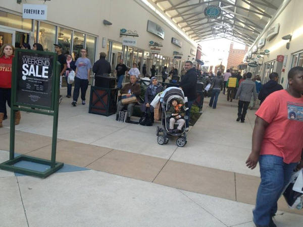 Black Friday 2012 - From @AnnieMMcCormick: Philadelphia Premium Outlets have had steady crowds since 9 pm Thursday.