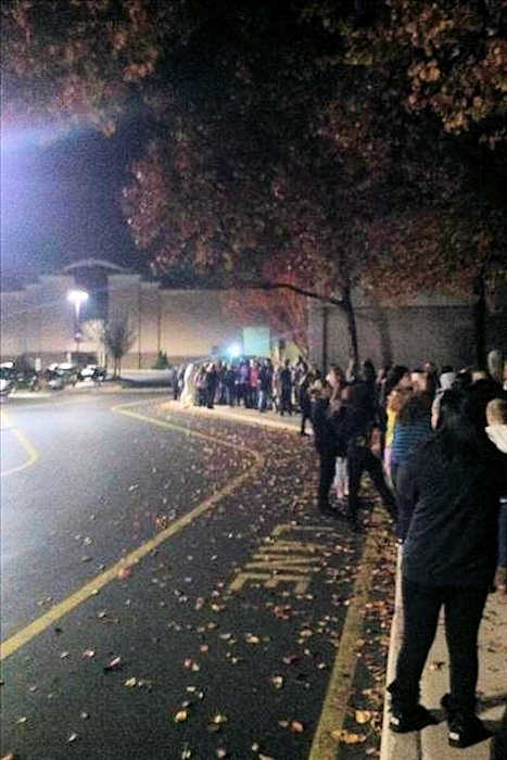 Black Friday 2012 - From @MFreemanEK: Long lines to get into the main entrance of the Deptford Mall