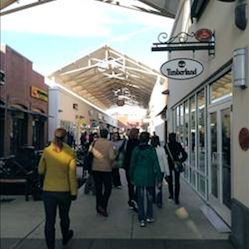 Black Friday 2012 - From @CraigWettner: Light turnout so far at Philadelphia Premium Outlets. Still very early though.