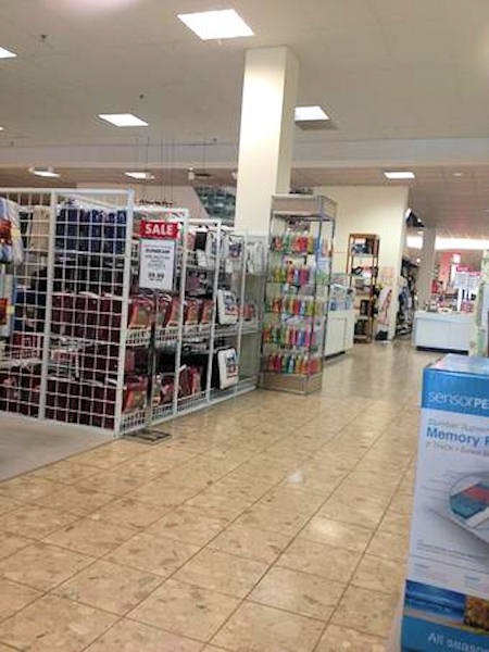 "<div class=""meta ""><span class=""caption-text "">Black Friday 2012 - From @JMCopryfan2010: Boscov's is empty in Plymouth Meeting Mall. </span></div>"