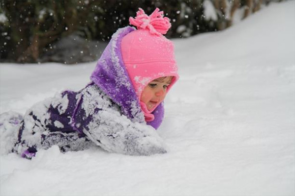 "<div class=""meta ""><span class=""caption-text "">Charlotte's first snow!</span></div>"