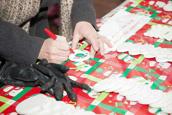 "<div class=""meta image-caption""><div class=""origin-logo origin-image ""><span></span></div><span class=""caption-text"">The Headhouse District on Philadelphia's South Street held a Winter Wonderland and Tree Lighting on Sunday, December 8th.  The event included a window decorating competition and the arrival of Santa Claus! (Society Hill Films)</span></div>"