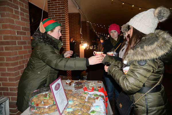 "<div class=""meta ""><span class=""caption-text "">The Headhouse District on Philadelphia's South Street held a Winter Wonderland and Tree Lighting on Sunday, December 8th.  The event included a window decorating competition and the arrival of Santa Claus! (HughE Dillon)</span></div>"