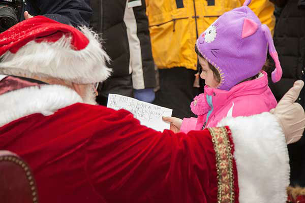 "<div class=""meta ""><span class=""caption-text "">The Headhouse District on Philadelphia's South Street held a Winter Wonderland and Tree Lighting on Sunday, December 8th.  The event included a window decorating competition and the arrival of Santa Claus! (Society Hill Films)</span></div>"