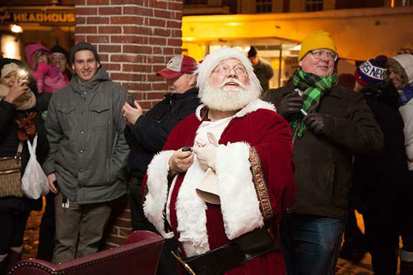 The Headhouse District on Philadelphia&#39;s South Street held a Winter Wonderland and Tree Lighting on Sunday, December 8th.  The event included a window decorating competition and the arrival of Santa Claus! <span class=meta>(Society Hill Films)</span>