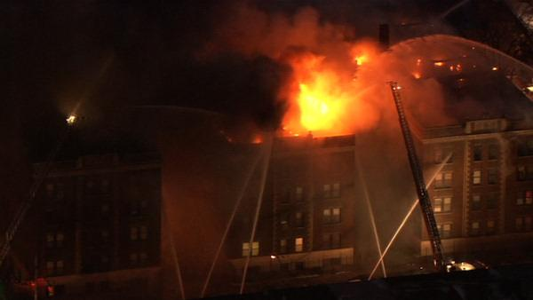 Search for cause of 5-alarm apartment fire