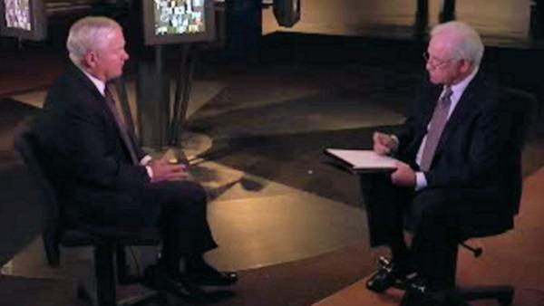 Jim Gardner interviews Liberty Medal recipient Robert Gates