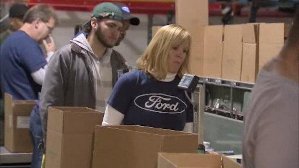 Ford employees pitch in to help Philabundance