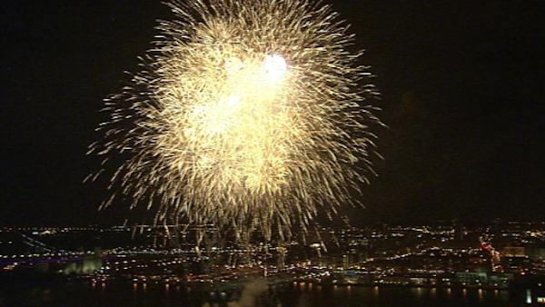 2012 gets a big welcome at Penn's Landing