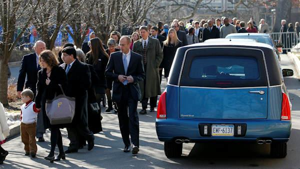 Funeral service for Paterno as thousands mourn