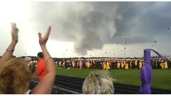 Storm crashes NJ high school graduation