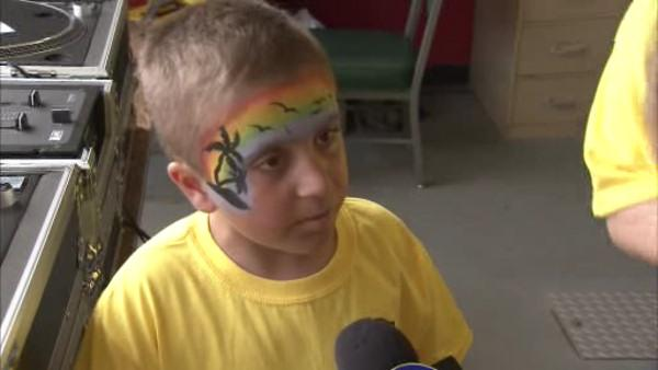 8 year old fighting cancer hosts Alex's Lemonade Stand