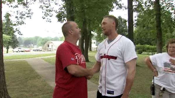 Phillies' Hunter Pence hosts veterans' picnic
