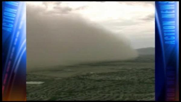 Dust storm descends on Phoenix