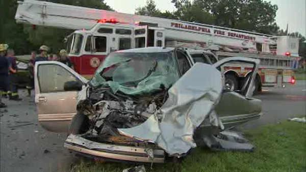 2 people injured in Boulevard crash