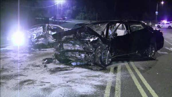 Carjacking pursuit ends in head-on crash, 5 hurt