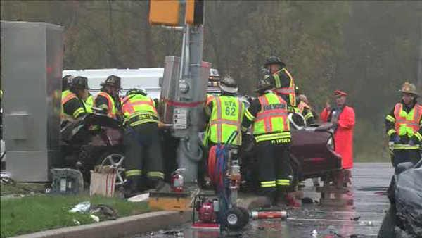 2 rescued from car crash in Montgomeryville