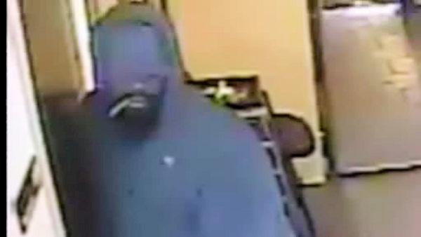 Salon robbery caught on camera in West Philadelphia