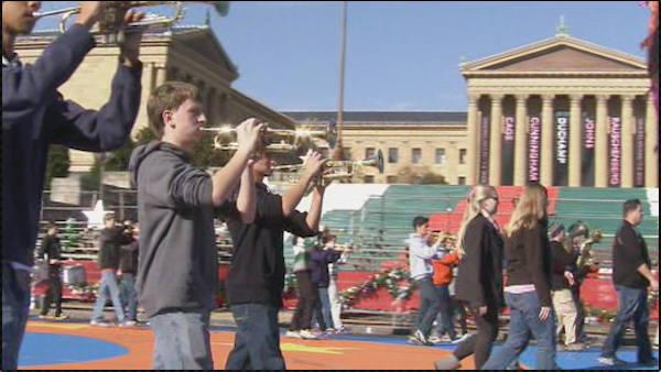 Final preps under way for Thanksgiving Parade