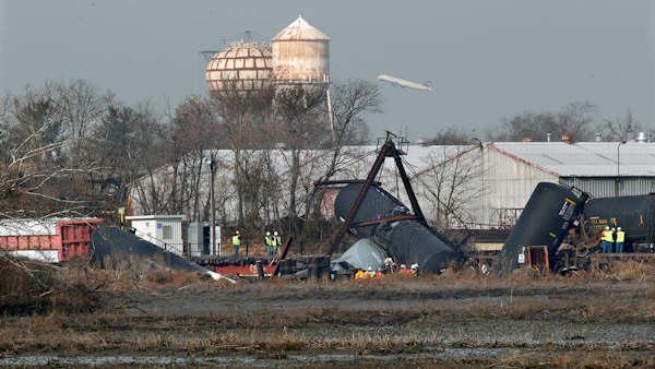 Cleanup effort continues at Paulsboro train wreck site