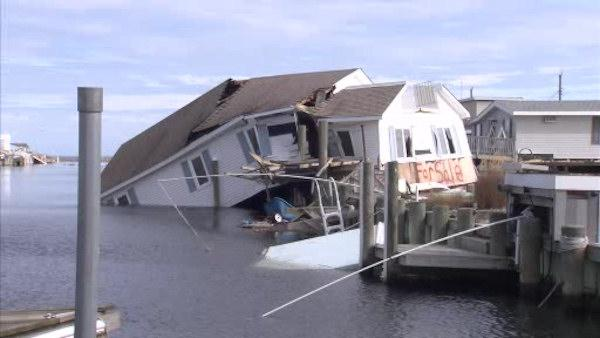 Sandy victims look for answers from FEMA