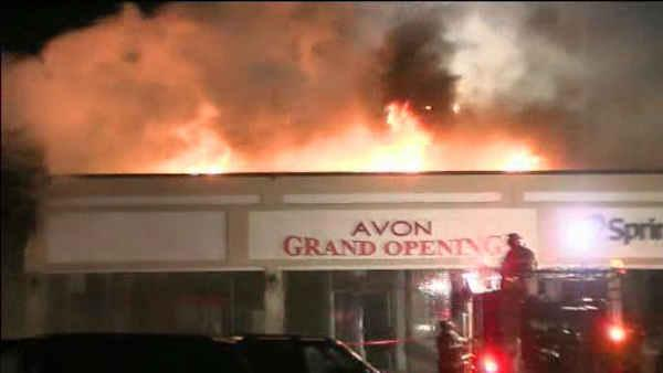 Deadly fire in Cheltenham shopping center - 6at4