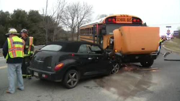 2 hurt in Hockessin school bus crash