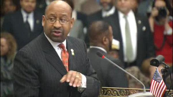 Mayor Nutter stops budget speech amid protests