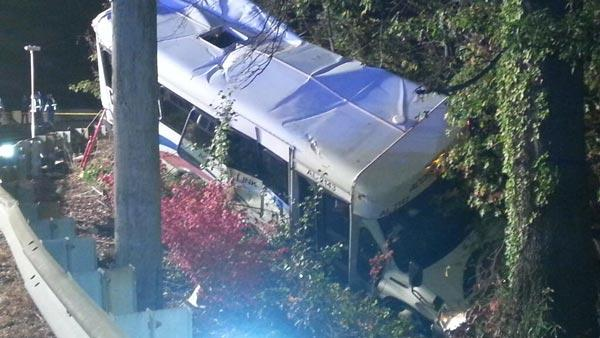 NJ Transit paratransit bus crashes into ravine