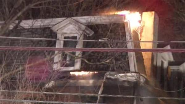 Fast-moving fire forces 13 from Delco. home