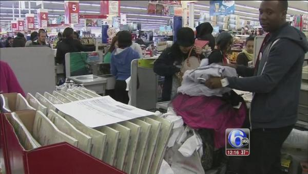 Holiday shoppers hit stores this Thanksgiving