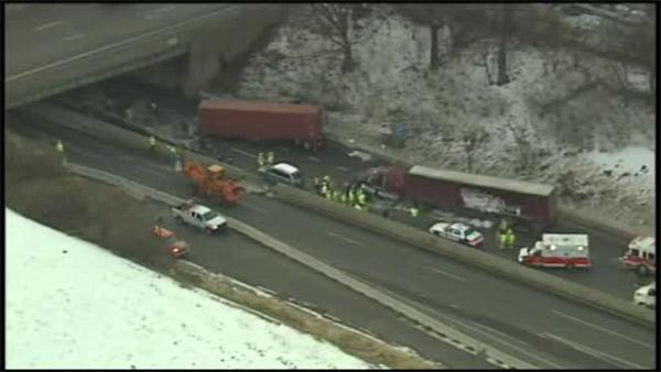 Multi-vehicle crash closes EB Pa. Turnpike