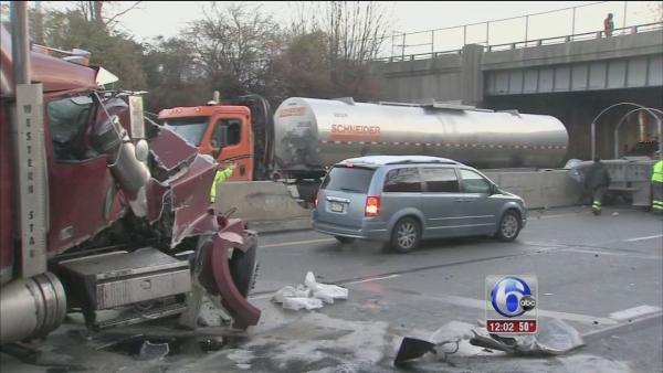 Multi-vehicle crash shuts down Pa. Turnpike