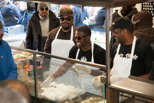 "<div class=""meta ""><span class=""caption-text "">Kevin Hart & Ice Cube handed out free cheesesteaks at Jim's Steaks in the South Street Headhouse District on Thursday, January 9, 2014. (Photo/South Street Headhouse District)</span></div>"