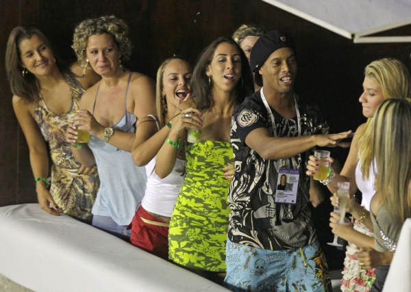 Brazilian soccer star Ronaldinho dances during the carnival parade at the Sambadrome in Rio de Janeiro, Brazil, Sunday March 6, 2011.  <span class=meta>(AP Photo&#47;Felipe Dana)</span>