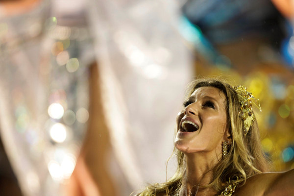 Brazilian top model Gisele Bundchen dances on a Vila Isabel samba school float during carnival celebrations in the Sambadrome in Rio de Janeiro, Brazil, early Monday March 7, 2011.  <span class=meta>(AP Photo&#47;Felipe Dana)</span>