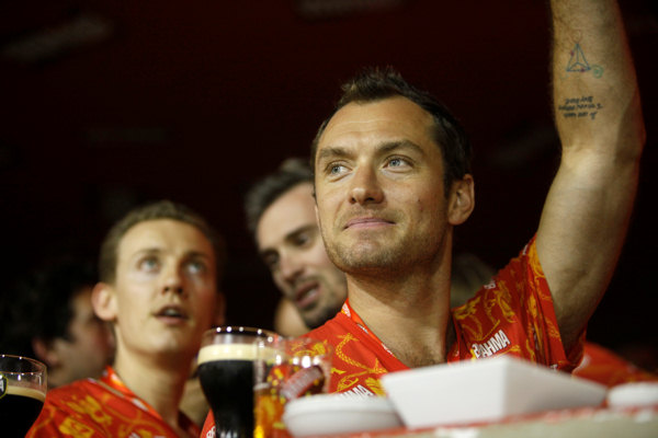 Actor Jude Law waves to fans as he watches a carnival parade at the Sambadrome in Rio de Janeiro, Brazil, early Monday March 7, 2011.  <span class=meta>(AP Photo&#47;Rodrigo Abd)</span>