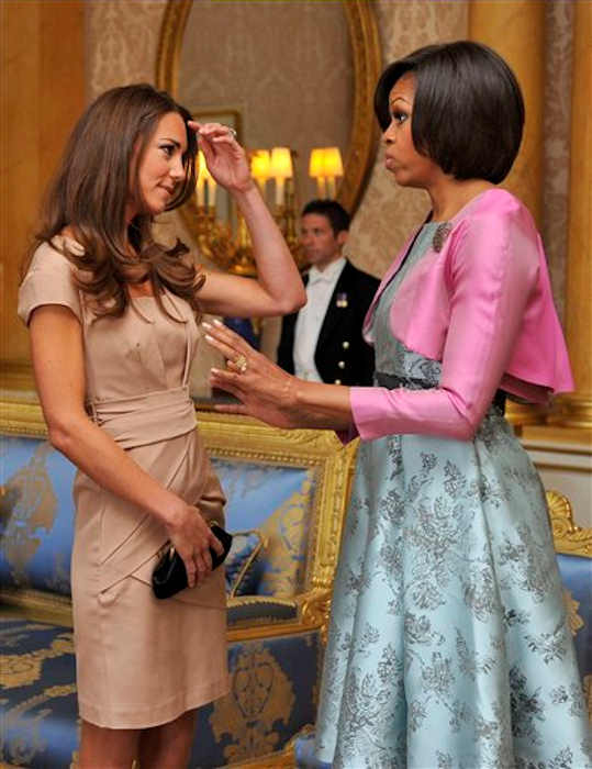 U.S. first lady Michelle Obama, right, talks to the Duchess of Cambridge at Buckingham Palace, in London Tuesday May 24, 2011. <span class=meta>(AP Photo&#47;Toby Melville, Pool)</span>