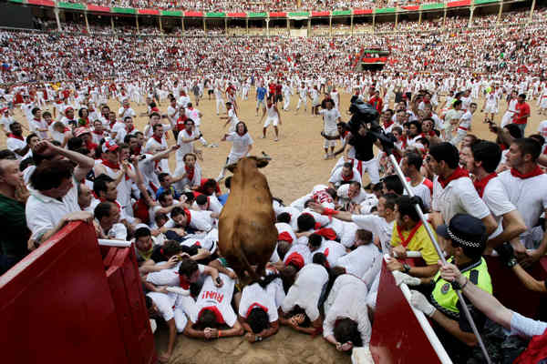 A calf jumps over revelers after the fifth run of the bulls in the bullring during the San Fermin fiesta in Pamplona northern Spain, Sunday July 11, 2010. &#40;AP Photo&#47;Ivan Aguinaga&#41; <span class=meta>(AP Photo&#47;Ivan Aguinaga)</span>