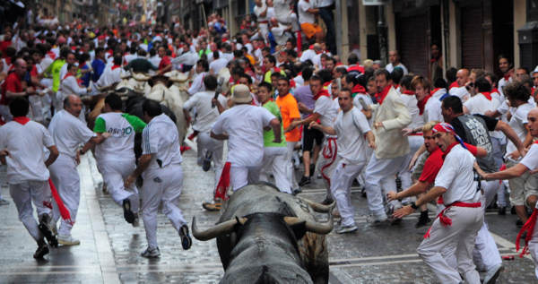 Revelers run ahead of Miura ranch fighting bulls during the fifth day of the running  of the bulls at the San Fermin fiesta in Pamplona, Spain, Sunday, July 11, 2010. &#40;AP Photo&#47;Manu Fernandez&#41; <span class=meta>(AP Photo&#47;Manu Fernandez)</span>