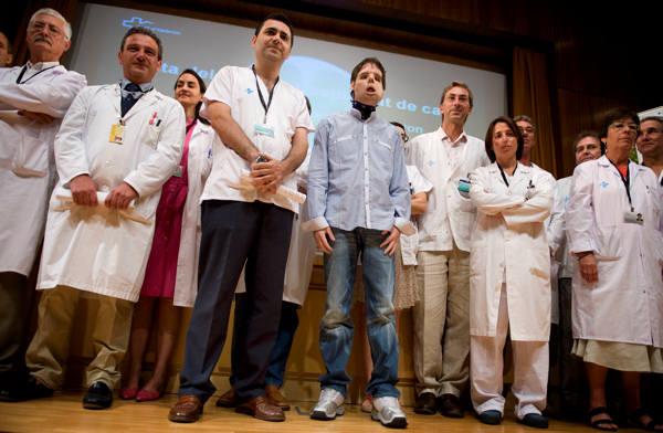 Oscar,center, a man who underwent a full-face transplant in April, poses beside Dr. Joan Barret, fourth from left, and surrounded by doctors as he appears in public for the first time in a news conference at the Vall d&#39;Hebron Hospital in Barcelona, Spain, Monday, July 26, 2010. A 30-member medical team led by the Spanish doctor Juan Barret carried out a full-face transplant, giving a young man who lost his in an accident a new nose, skin, jaws, cheekbones, teeth and other features. <span class=meta>(AP Photo&#47;David Ramos)</span>