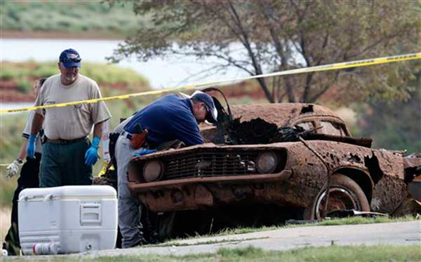 Bodies found in cars at bottom of Foss Lake in Oklahoma