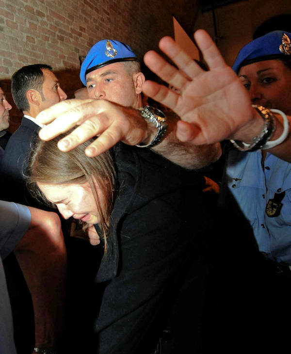 Amanda Knox cries as she walks away following the verdict that overturns her conviction and acquits her of murdering her British roomate Meredith Kercher, at the Perugia court, Italy, Monday Oct. 3, 2011.  (AP Photo/Pietro Crocchioni, Pool)