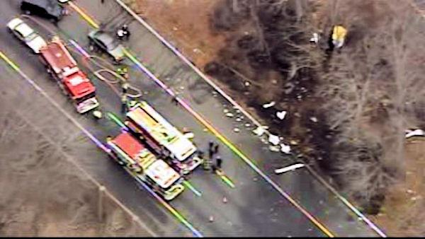 3 adults, 2 children killed in plane crash on NJ highway | 6abc.