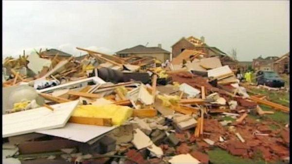 Tornado-wrecked Dallas begins assessing damage