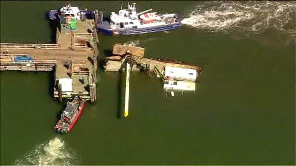 Boat overturns near Statue of Liberty