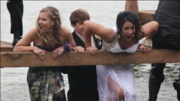 Prom picture in Wisconsin ruined by pier collapse