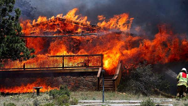 Vicious wildfires spread to Colo. tourist centers
