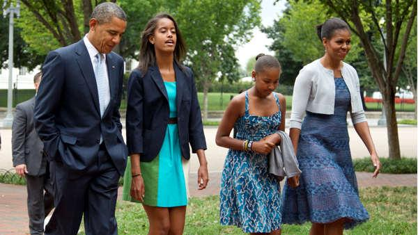 Obama, Romney pass Sunday in church, with families