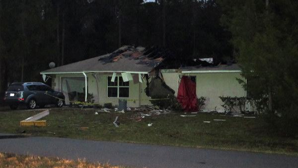 3 killed after plane hits home in Fla.